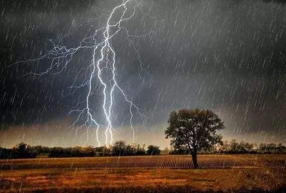 雨季出游提示 这些风险要注意
